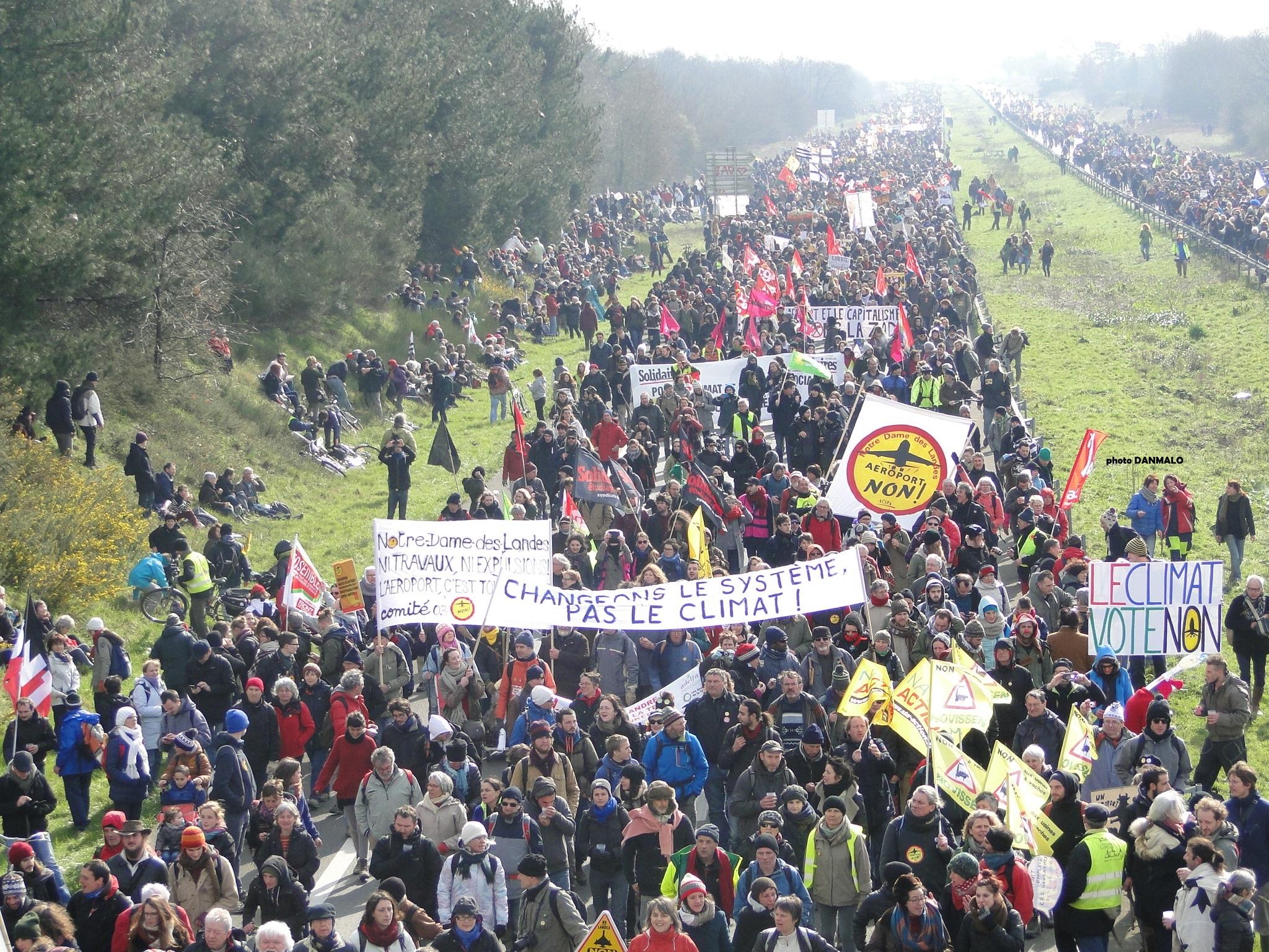 manifestation massive NDDL Notre Dame des Landes